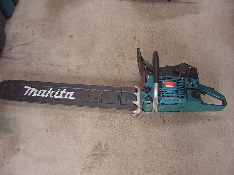 Chainsaw 29in (2 stroke)
