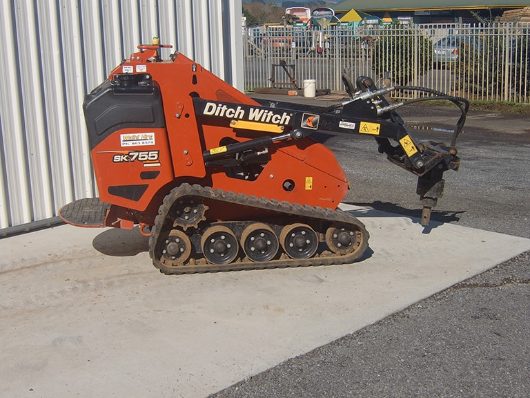 Ditchwitch with 4 in 1 bucket